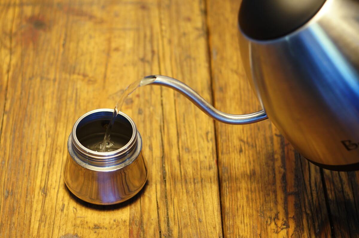 Schritt 1 Wasser vorkochen, Zubereitung Herdkännchen, Espressokocher, Bialetti