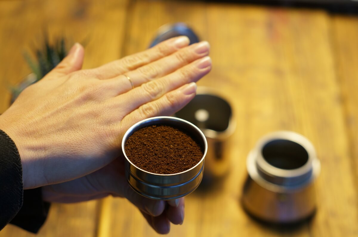 Schritt 3:Kaffee einfüllen, Kaffeewissen: Zubereitung im Herdkännchen, Espressokocher, Bialetti