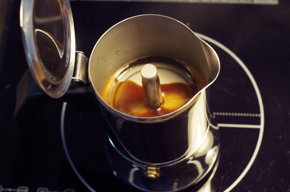 Schritt 4: Mokka kochen, Kaffeewissen: Zubereitung im Herdkännchen, Espressokocher, Bialetti