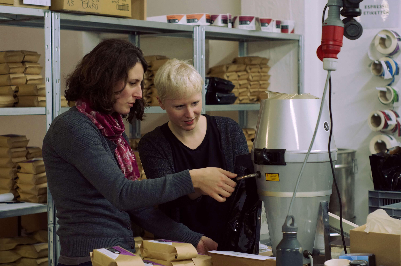 Kaffeezubereitung French Press, Schritt 3: Aufgießen und umrühren