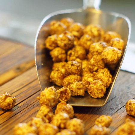 Produktfoto: Cross Coffee-Caramell-Popcorn. Ein Cross Over-Produkt zusammen mit Goldcorn Popcorn Bremen